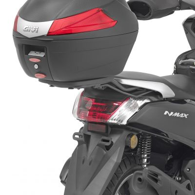 Givi SR2123 Monolock Motorcycle Rear Rack - Yamaha NMAX 125 (15-16) - Fitted